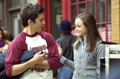 GILMORE GIRLS (Season 2) Lorelai's Graduation Day (Episode #227471) Roll 117, Frame 18A Pictured (left to right): Milo Ventimiglia as Jess, Alexis Bledel as Rory Gilmore Photo Credit: ©The WB/ Carol Kaelson